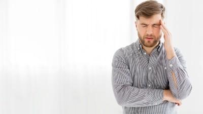 Fuertes dolores de cabeza o de mandíbula